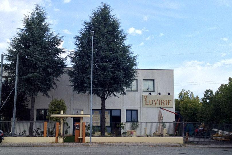 LUVIRIE - LA NUOVA SEDE A RICCIONE: LABORATORIO, MAGAZZINO, UFFICI E PUNTO VENDITA Zona artigianale: Via Enzo Ferrari, 17. Telefono: 0541.667774