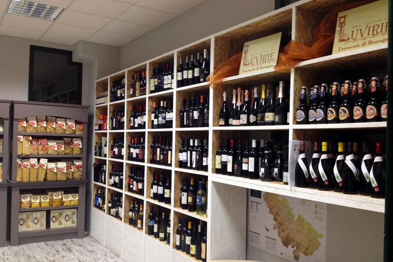 LE ECCELLENZE DELLA EMILIA ROMAGNA In negozio anche altre specialita' alimentari di qualita': qui una vasta gamma di vini romagnoli doc. Via Enzo Ferrari, 17 - 47838 Riccione (RN)