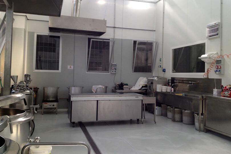 IL NUOVO LABORATORIO: UNA PARTE Nei nuovi locali, abbiamo enormi capacita' produttive. Via Enzo Ferrari, 17 - 47838 Riccione (RN)