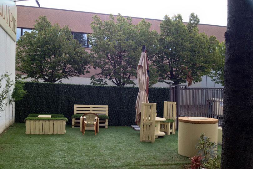 LA NUOVA SEDE: IL GIARDINO Un piccolo giardino esterno, ideale per degustazioni e incontri. Via Enzo Ferrari, 17 - 47838 Riccione (RN)